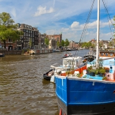 hausboote-blue-bridge-amsterdam