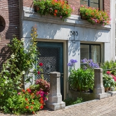 porch-flowers-amsterdam1