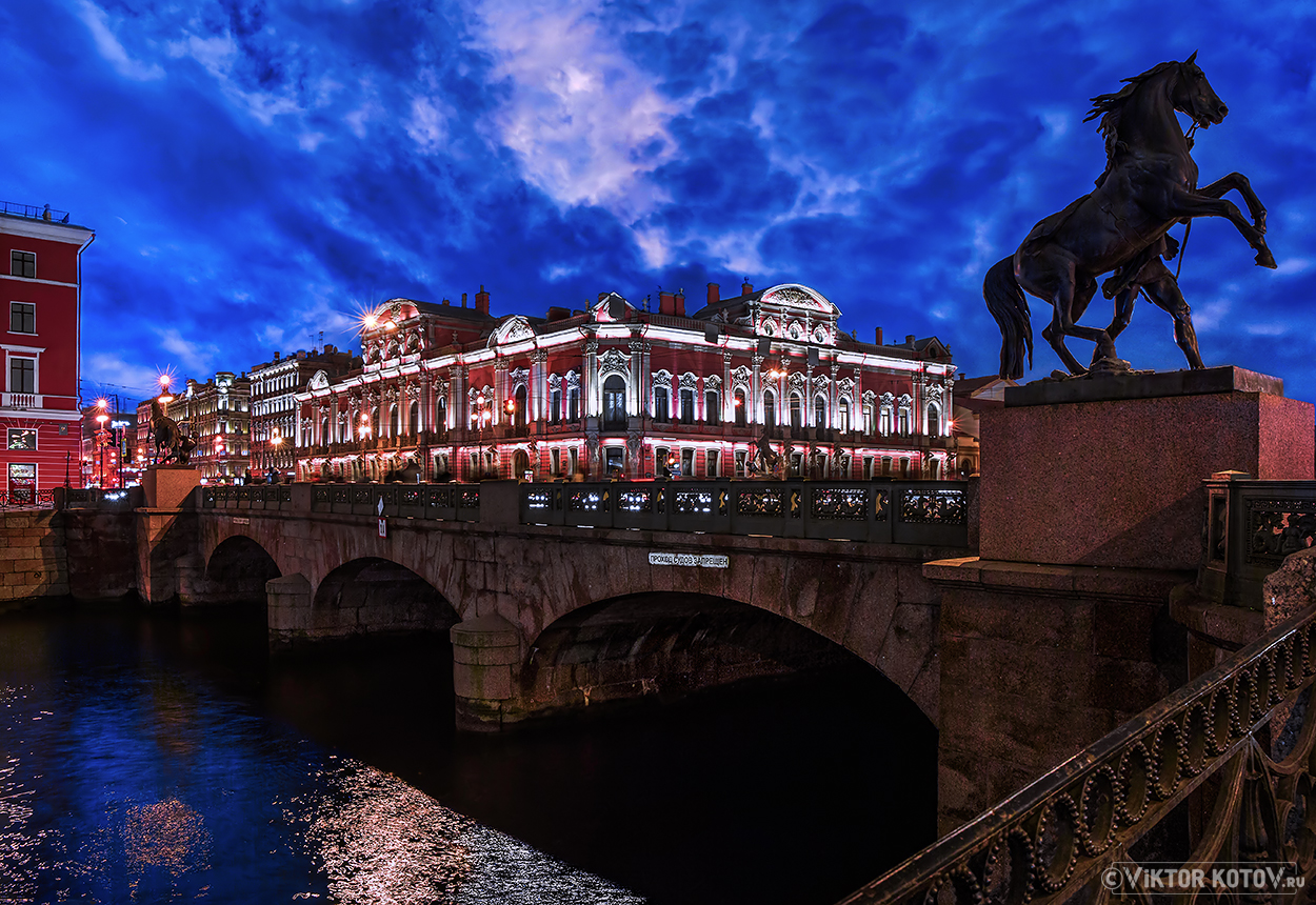 anichkov-bridge-palace
