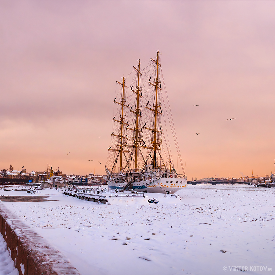 sailing-frigate-peace-saint-petersburg-sky