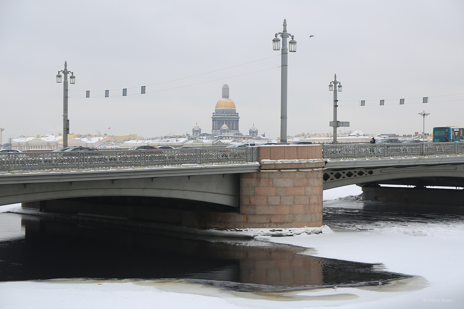saint-petersburg-annunciation-bridge-saint-isaacs-cathedral