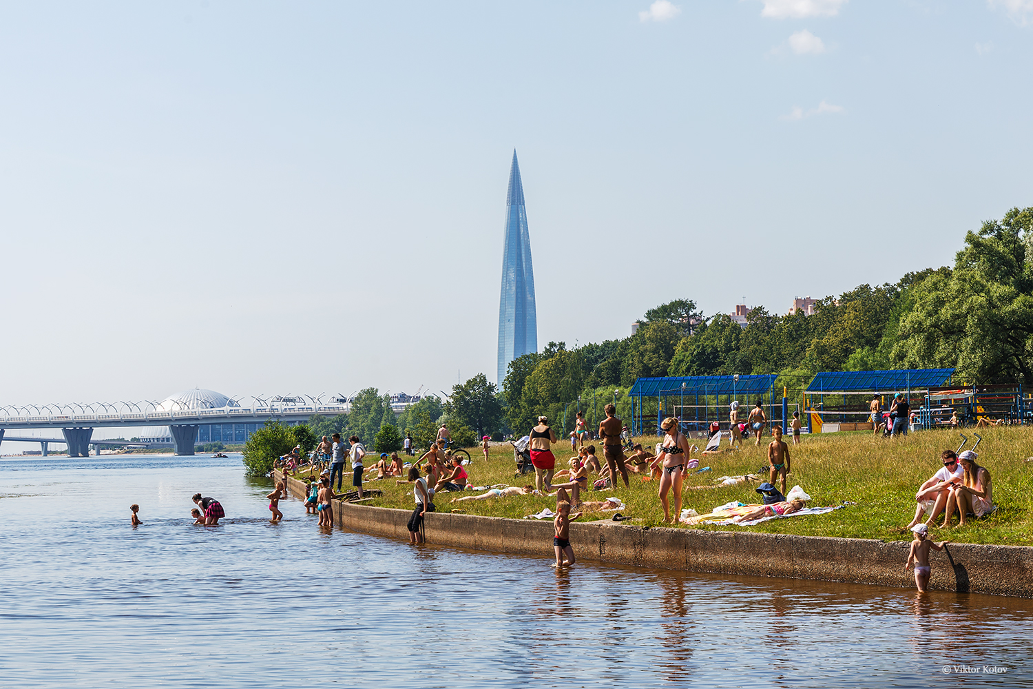 yelagin-island-bathers-lakhta-center