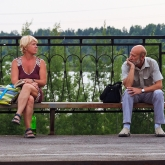 woman-man-railway-station