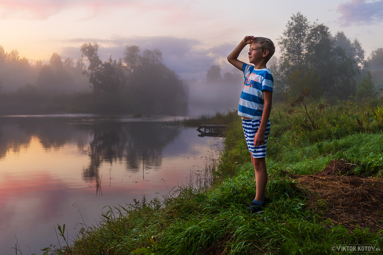 river-sunset-mist-vahonkino-boy