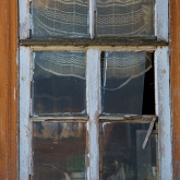 window-dilapidated-izba