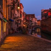 venezia-evening-after-gloaming-embakment-boat