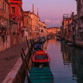 venezia-evening-after-sunset-embakment-boat
